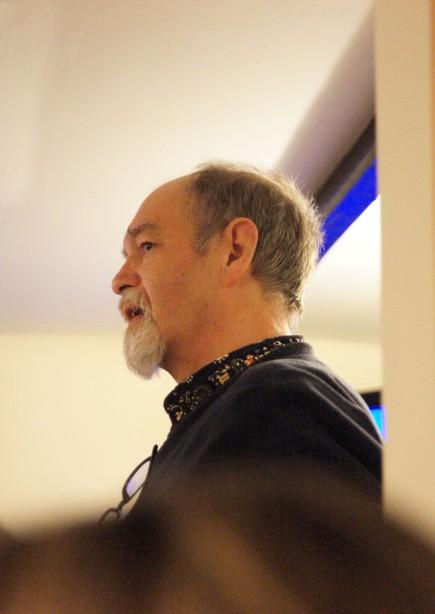 Graham Yeates singing