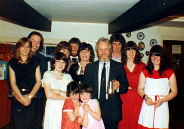 jim-and-family-in-white-hart-sml
